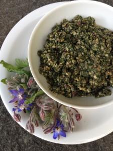 Borretsch-Pesto mit Haselnussöl