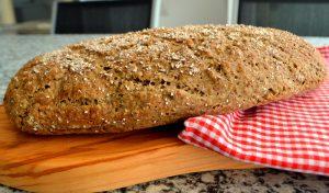 Dinkel-Hanf-Brot mit Basilikumsamen